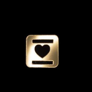 aplique espelhado no formato de coração vazado